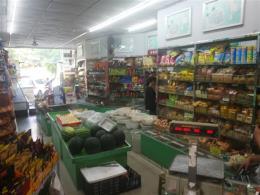 芙蓉区小区出口临街50平米水果零食店转让(位置绝佳)