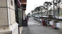 洪山区地理位置好,菜场旁边公交站旁。