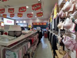 洪山区临街200平米服装店转让(空转)