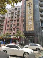大型高档酒店旁30平临街粉面馆转让(可空转)
