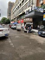 万家丽广场地铁口旁130平双门头零食店转让