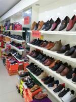 江岸区临街鞋包店商铺转让(可空转)