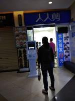 个人出租二七路家乐福超市电梯旁商铺